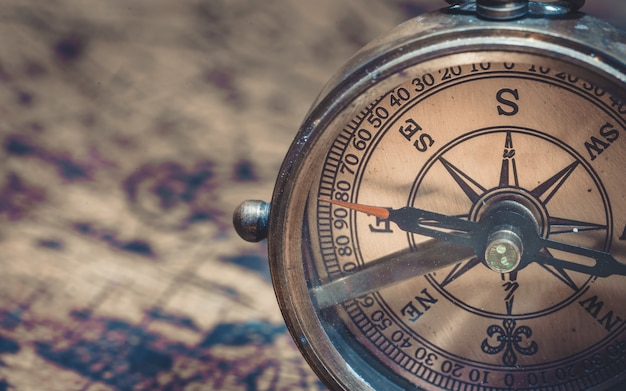 Bussola di meridiana nautica in ottone anticato