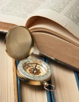 Bussola e vecchi libri