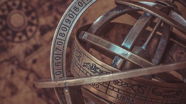 Bussola meridiana nautica in ottone anticato con segno zodiacale