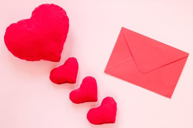 Busta con cuori imbottiti per san valentino