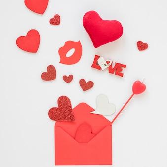 Busta di san valentino con cuori e amore