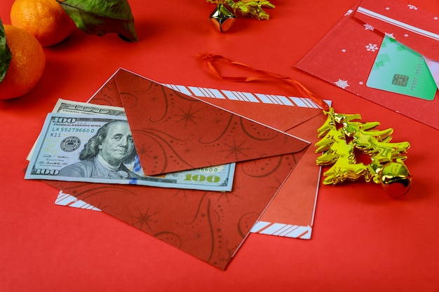 Busta rossa delle decorazioni cinesi di nuovo anno e dollaro americano buon anno