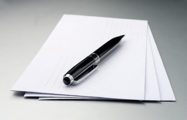 Buste e una penna