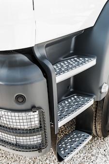 Cabina del camion con palcoscenico e riflettori