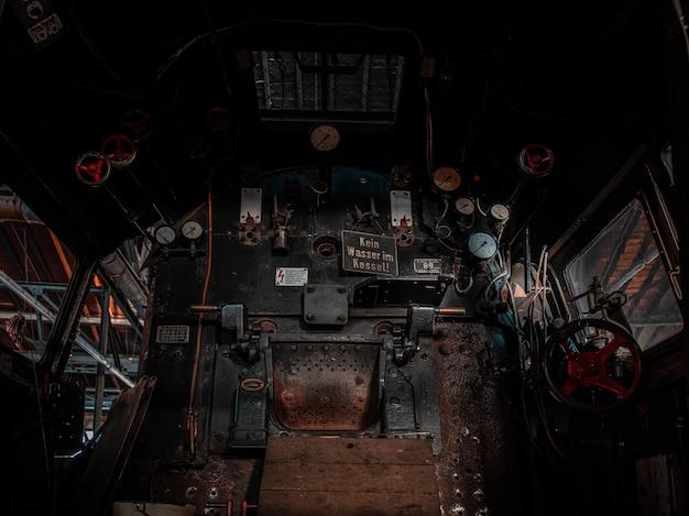 Cabina del conduttore del treno storico