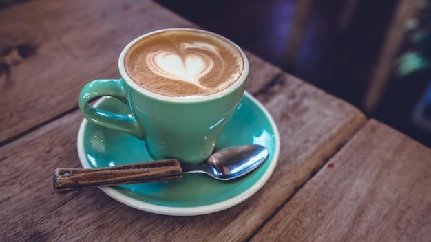Caffè caldo a latte