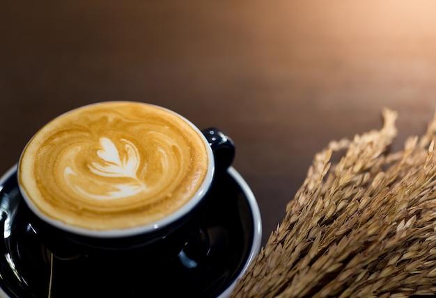Caffè caldo in vacanza, copia spazio.