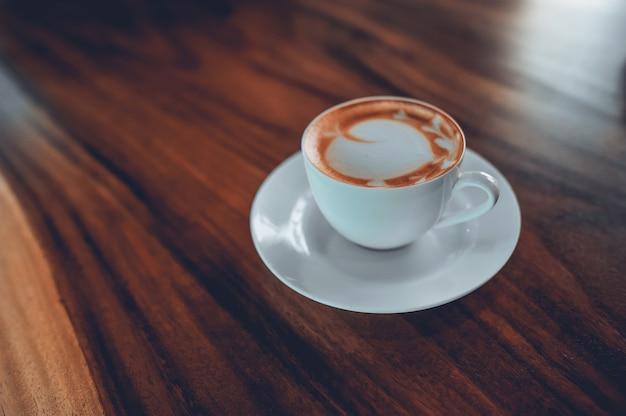 Caffè caldo pronto da bere al mattino. caffè espresso. mi piace di molte persone.