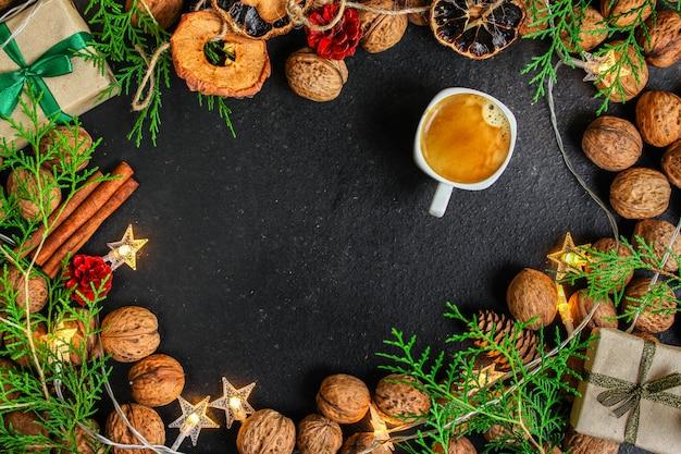 Caffè, capodanno, sfondo di natale o festività natalizie noel
