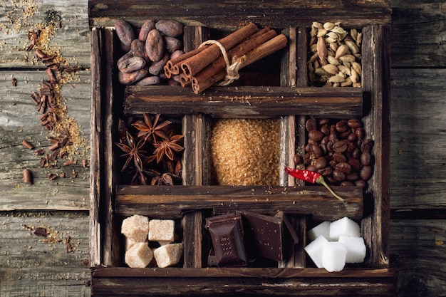 Caffè, cioccolato, zucchero e spezie