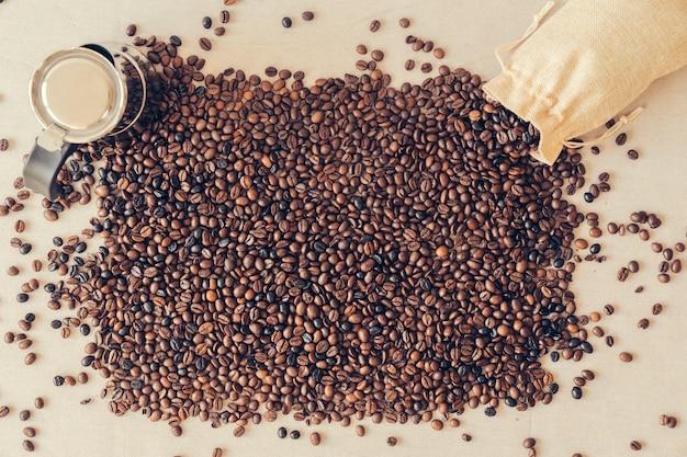 Caffè concetto con chicchi di caffè