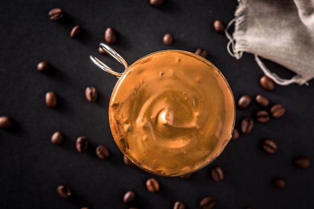 Caffè dalgona cremoso ghiacciato