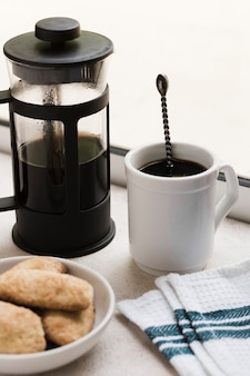 Caffè e snack mattutini ad alta vista