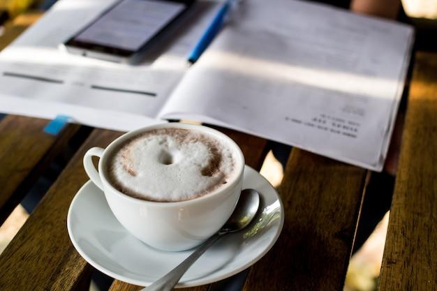 Caffè e torta nel giorno libero