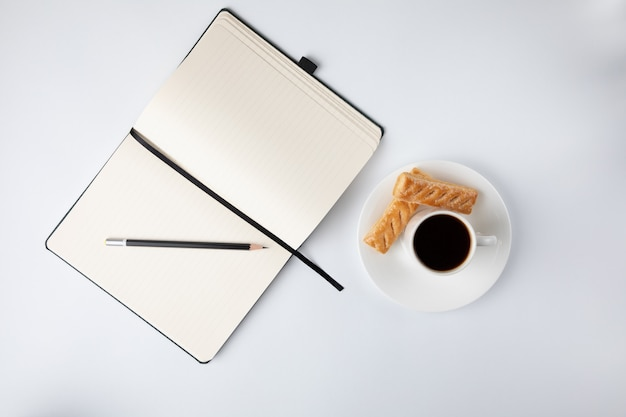 Caffè e un quaderno