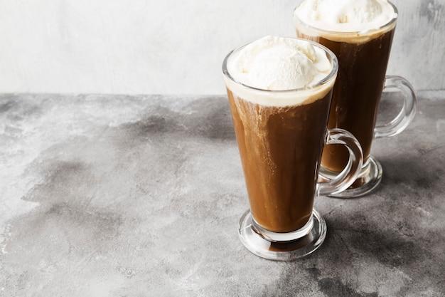 Caffè ghiacciato con gelato