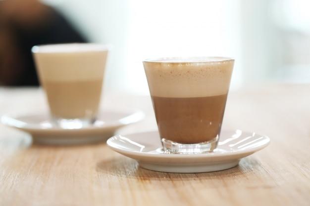 Caffè in bicchieri