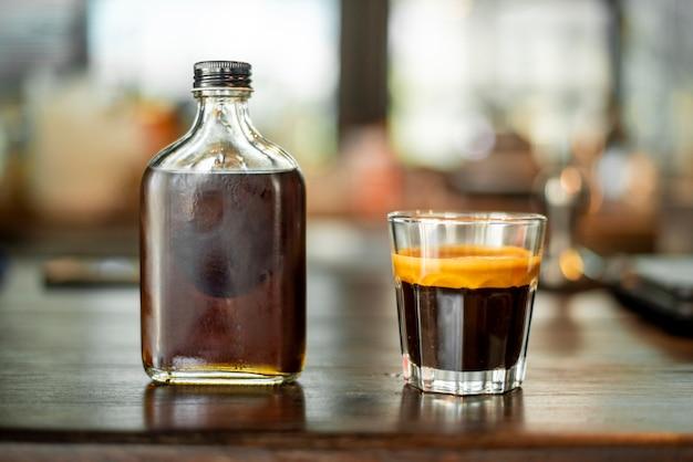 Caffè nero in una foto piccola.