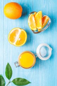 Cagliata di arancia fatta in casa con arance succose.