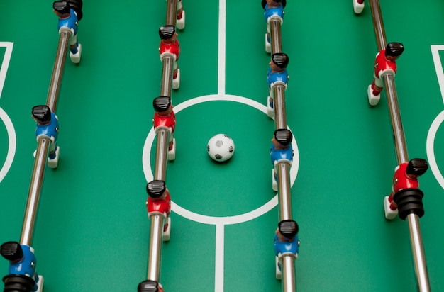 Calcio balilla, vista dall'alto. giocare a palla.