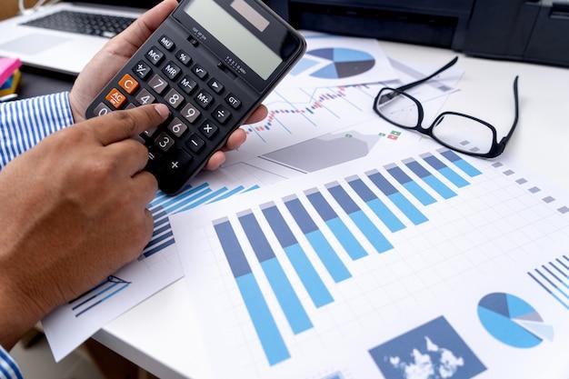 Calcolare i numeri, finanza grafico finanziario con diagramma di rete sociale