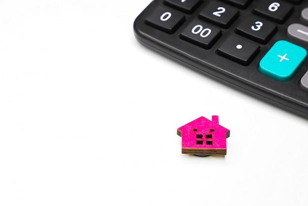 Calcolatrice e modello di casa