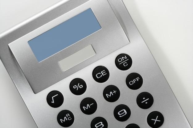 Calcolatrice in colore grigio argento con cella solare