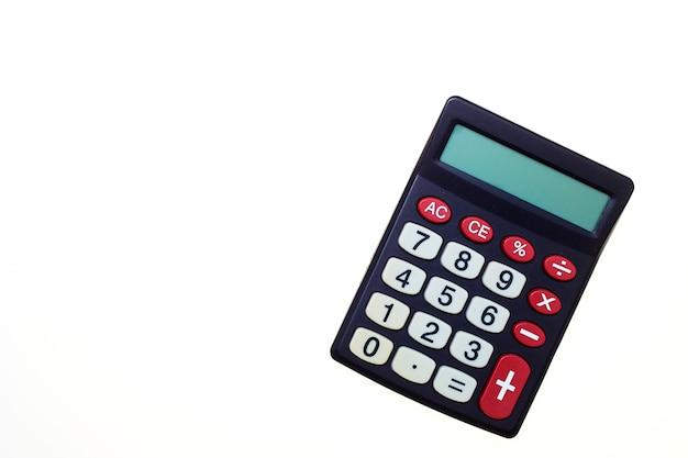 Calcolatrice su uno sfondo bianco