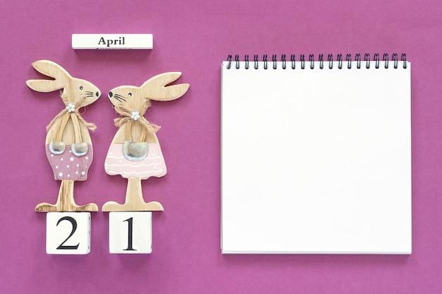 Calendario 21 aprile e coppia di coniglietti pasquali, blocco note concept catholic easter