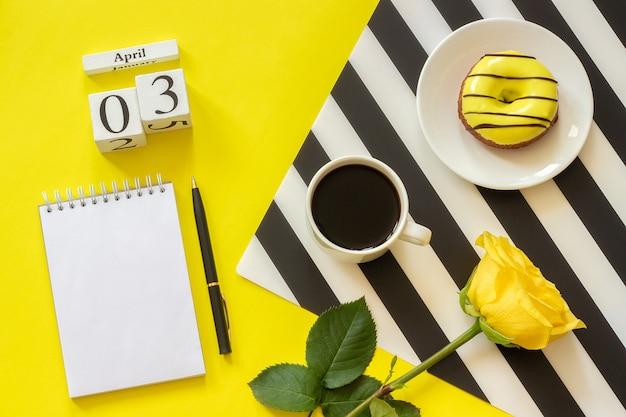 Calendario 3 aprile. tazza di caffè, ciambella e rosa