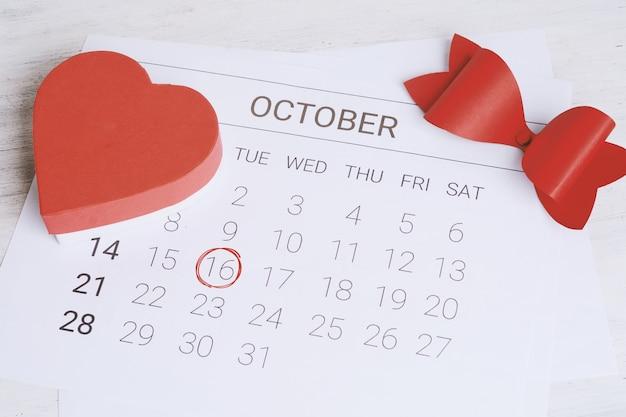 Calendario con confezione regalo.