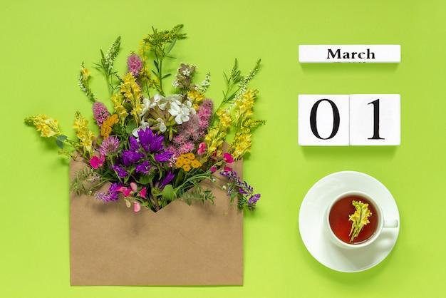 Calendario dei cubi di legno 1 marzo