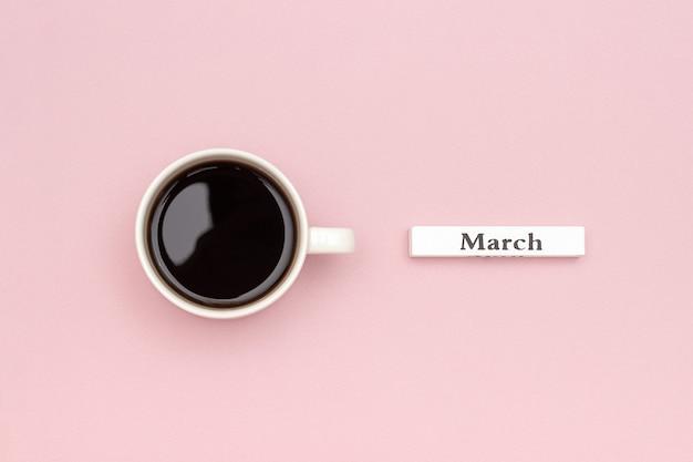 Calendario in legno primavera mese marzo