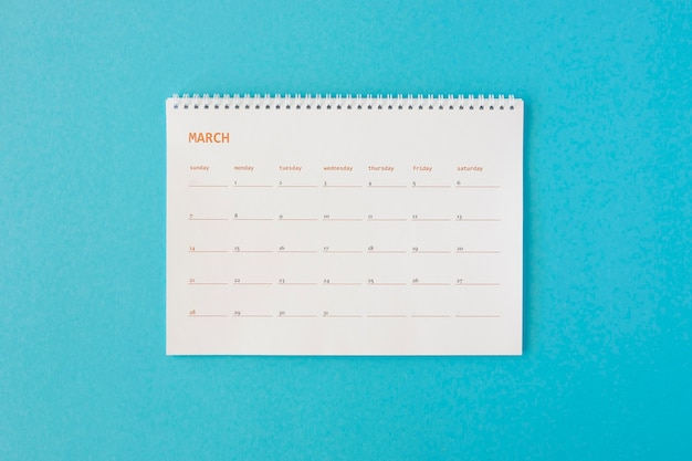 Calendario minimalista di cancelleria vista dall'alto