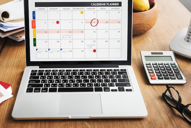 Calendario notebook calendario appuntamenti per laptop concept