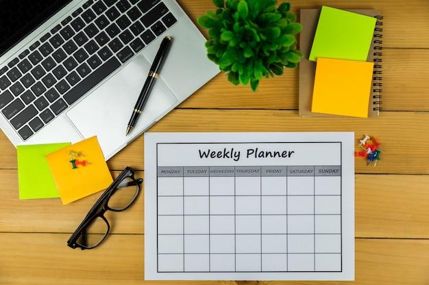 Calendario piano settimanale fare affari o attività con in una settimana.