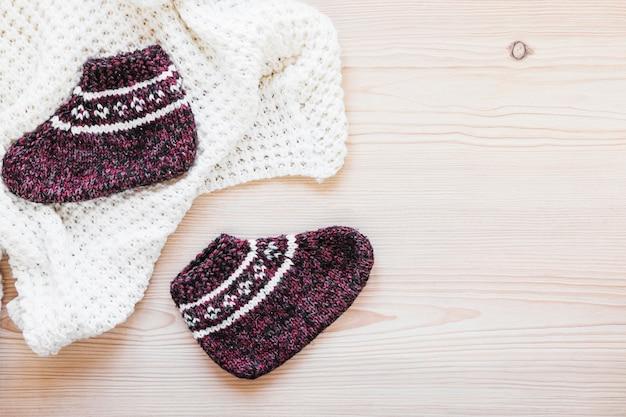 Calzini a maglia vicino coperta