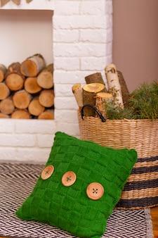 Camera accogliente con boschi