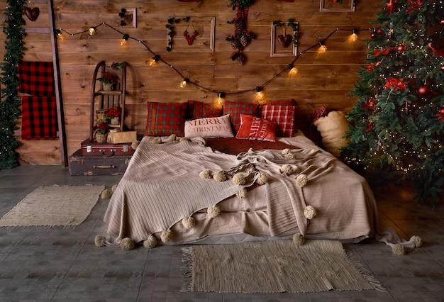 Camera da letto, sfondo di natale, albero di natale.