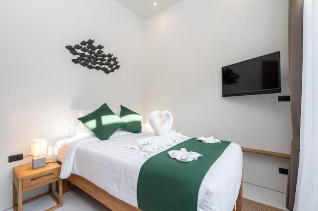 Camera da letto spaziosa e moderna