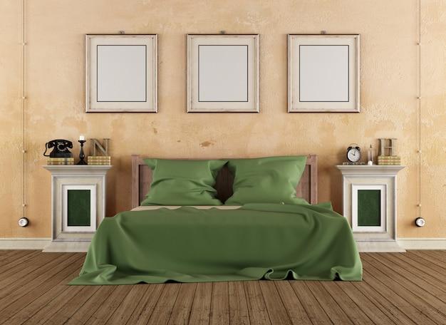 Camera da letto vintage con letto in legno e piedistalli