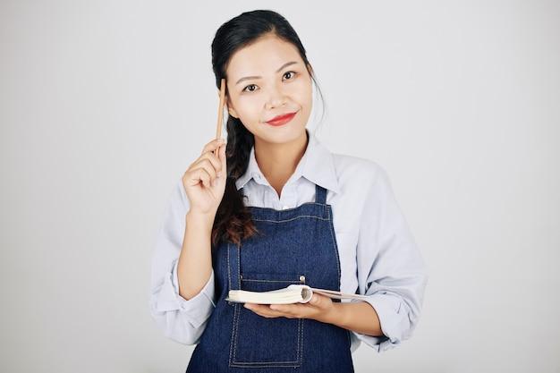 Cameriera che annota l'ordine