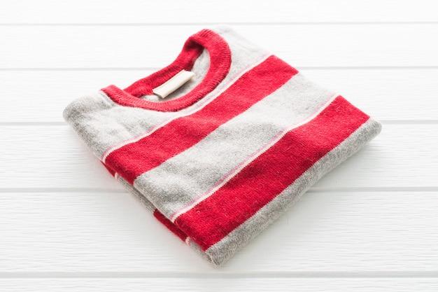 Camicia e abbigliamento in maglione di lana