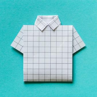 Camicia piegata origami di carta artigianale