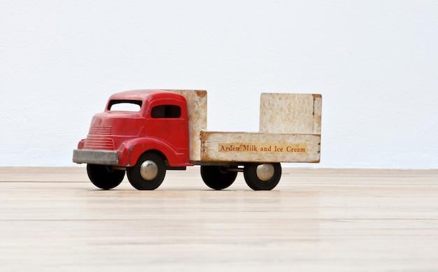 Camion giocattolo d'epoca