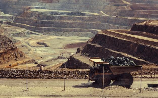 Camion nella miniera