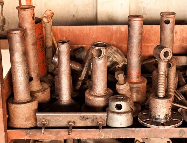 Camion oli usati mucchio cantiere di demolizione