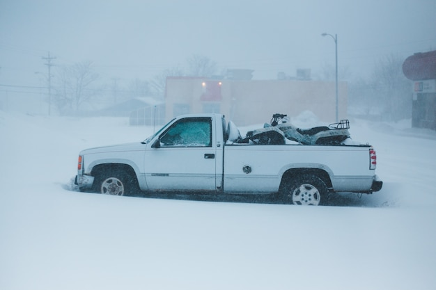 Camioncino bianco a cabina singola