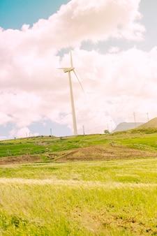 Campagna panoramica con mulini a vento