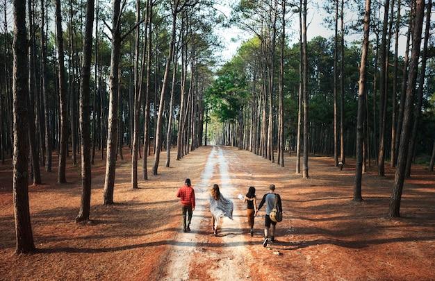 Campeggiatori in un'avventura
